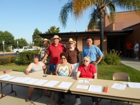 HHIA Board members sign up volunteers for the Jim Davis Beautification Day